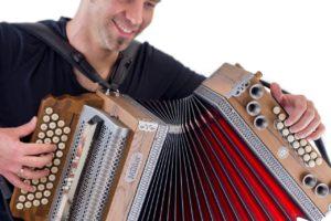 Steirische Harmonika spielen